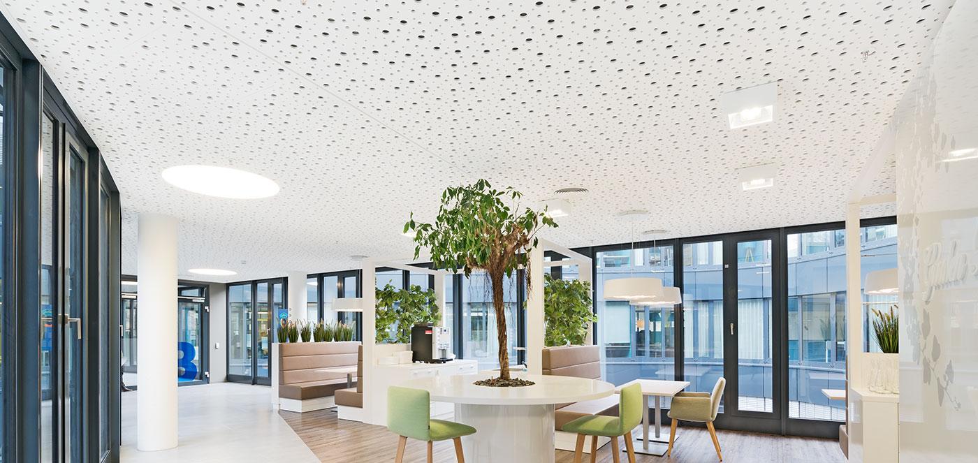 Sádrokartonové - Chladící a topné podhledy, osvědčené topné a chladící technologie, akusticky účinné topné a chladící stropy.
